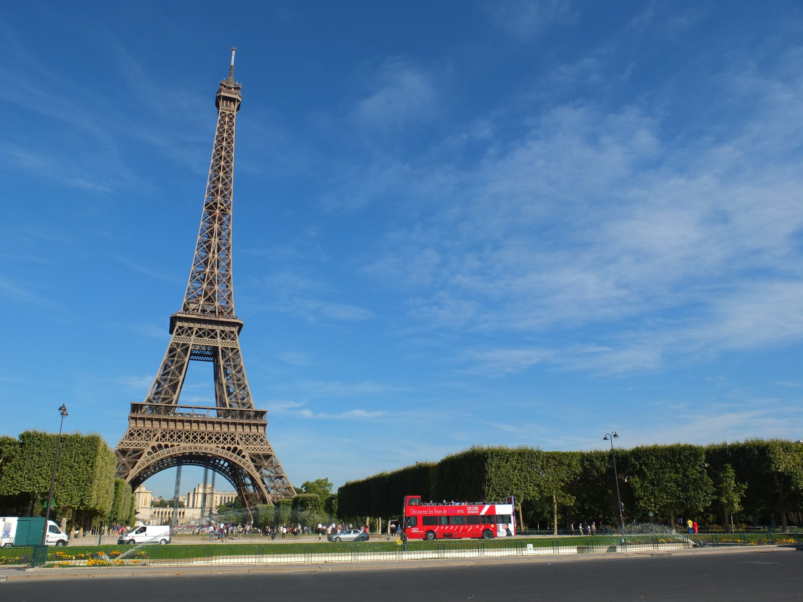[法國‧巴黎] 青空下的巴黎艾菲爾鐵塔