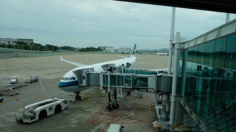 [飛行] 國泰航空CX415:早上航班離開首爾,飛抵香港剛好是午飯時間
