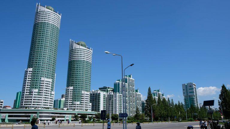 [平壤] 黎明大街:散步平壤新社區,九個月快速建成的高樓住宅